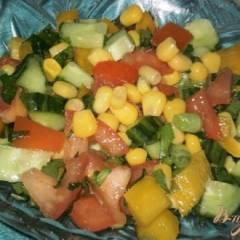Салат из овощей и кукурузы