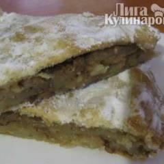 Сладкий грушево-ореховый пирог из слоеного теста