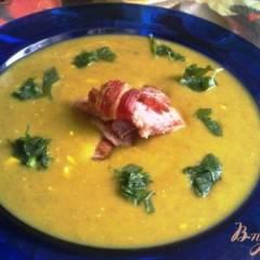 Суп-пюре из чечевицы с сыром и  копченой грудинкой.
