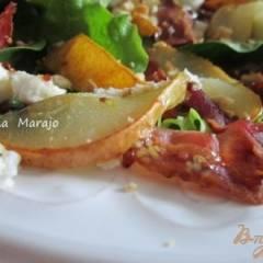 Салат с печеной грушей