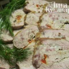 Свиной рулет с салом и чесноком