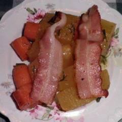 фото рецепта Тушеная тыква с беконом и морковью