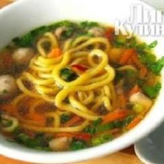 Китайский куриный суп с лапшой