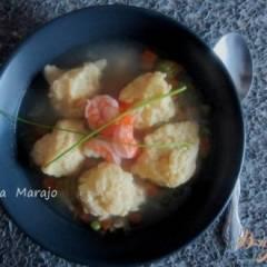Суп с сырными клецками и креветками
