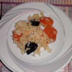 фото рецепта Рисовая каша с курагой и черносливом