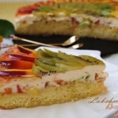 Бисквитный торт с нектаринами и киви
