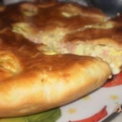 Пирог с яйцом, ветчиной и сыром