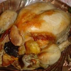 Курица,фаршированная айвой,курагой,черносливом