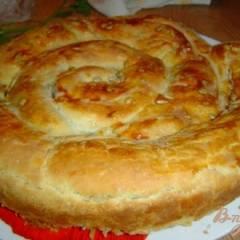 Пирог из слоеного теста с начинкой ассорти