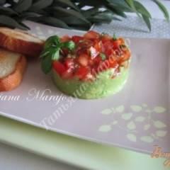 Закуска  из авокадо с томатами