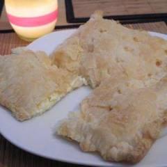 Сырно-творожный пирог из слоеного теста