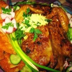 Фаршированная курица гречей и черносливом.
