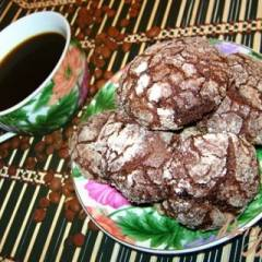 Шоколадное печенье «с трещинками»