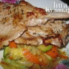 фото рецепта Сочный стейк на косточке с овощами