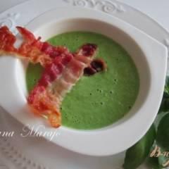 Горохово-шпинатный суп пюре со сливками и беконом