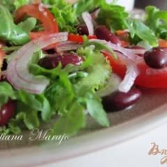 Салат с томатами и  красной фасолью