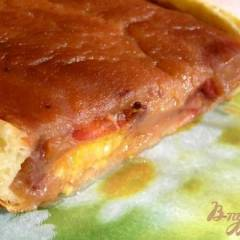 Яблочный пирог со сливами и корицей