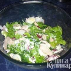 Салат с редисом и перепелиными яйцами