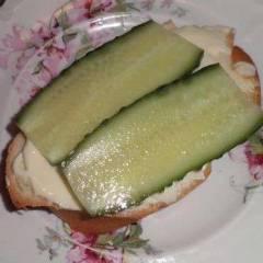 фото рецепта Сэндвич со сливочным сыром и огурцом