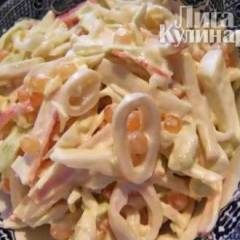 Салат с кальмарами, рисом и морковью