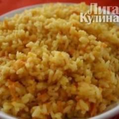 Рис с морковью, луком и специями