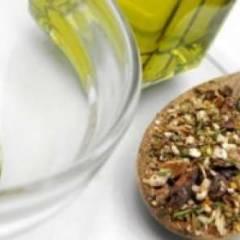Салатная заправка с оливковым маслом и специями