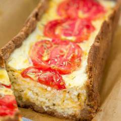 фото рецепта Творожный киш с сыром и помидорами