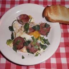 фото рецепта Яичница с колбасой