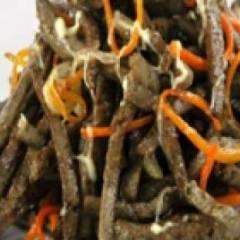 Салат из печени говядины с грибами и овощами