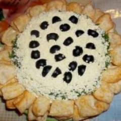 Слоеный салат с курицей, грибами