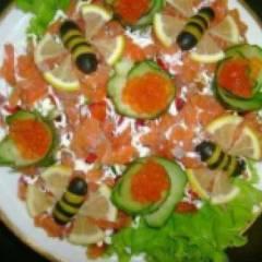 Салат с соленой семгой и помидорами