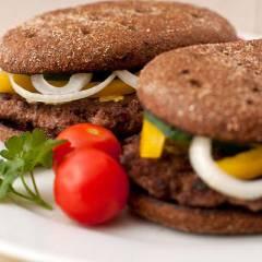 фото рецепта Домашний гамбургер с ржаным хлебом