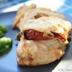 Куриная грудка с вялеными томатами и козьим сыром