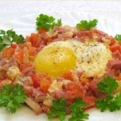 фото рецепта Яичница с помидорами и ветчиной