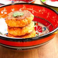 фото рецепта Сырники с морковью, кумином и кориандром