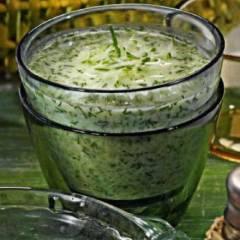 фото рецепта Холодный суп из огурцов с копченой салакой
