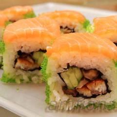 фото рецепта Ролл с лососем, угрём и шиитаке
