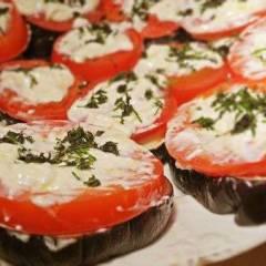 фото рецепта Баклажанные медальоны с помидорами