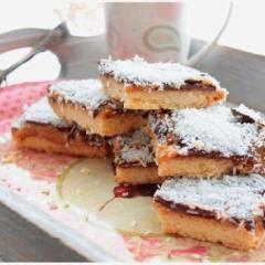 фото рецепта Песочное печенье со сгущёнкой и шоколадом
