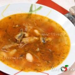 фото рецепта Постный борщ с фасолью и рыбными консервами