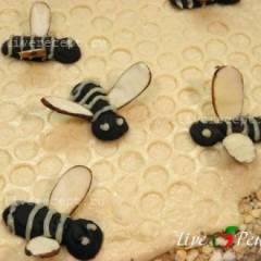 Шоколадные пчелы с миндальными крылышками