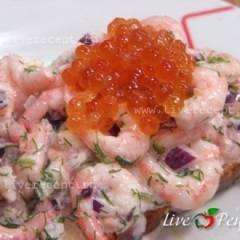 фото рецепта Креветки на тостах с красной икрой