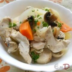 Картофель с овощами, курицей и грибами в пароварке