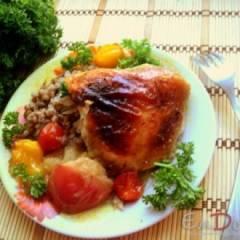 Курица, запеченная с яблоками и помидорами