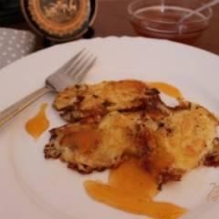 Сыр сулугуни в миндальной корочке с абрикосовым джемом
