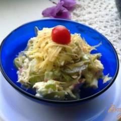 Салат с луком пореем и виноградом