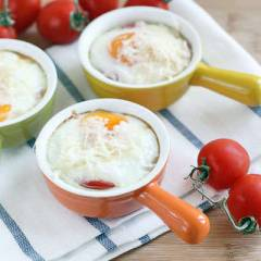 фото рецепта Порционная яичница с помидорами в духовке