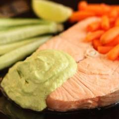 фото рецепта Лосось с соусом из авокадо