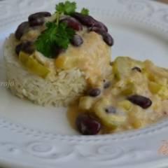 Кабачки с фасолью в сливочном соусе