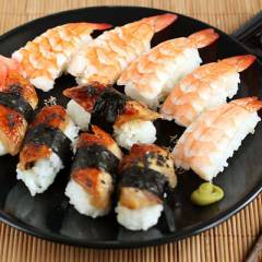 фото рецепта Суши с креветкой, угрем и омлетом